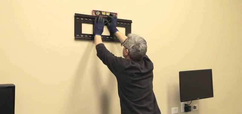 Come appendere al muro la Tv   ESPERTO IN CASA