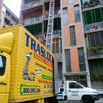 traslochi roma - traslocareroma furgone con scala aerea_450x600